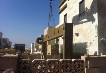 ניסור קורת בטון בחצר בית פרטי