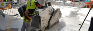 ניסור רצפת בטון עם מכונת ניסור מיוחדת לרצפה