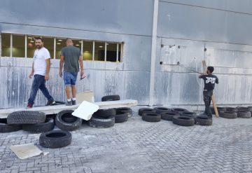 עובדי חברת שחר צדיק בעבודות ניסור במבנה מסחרי