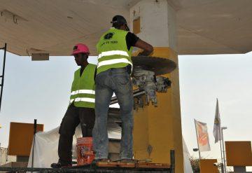 ניסור עמוד בטון בתחנת דלק פז