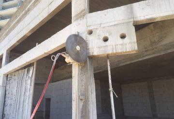 ניסור יחידת בטון על ידי חברת שחר צדיק באתר בנייה