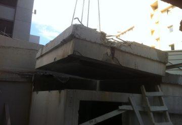 חתיכה של חומת בטון לאחר שצוות שחר צדיק חתך אותה